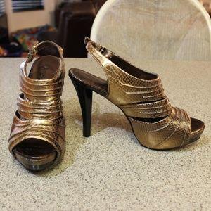 Carlos Santana Gold Platform Stilettos Size 6.5